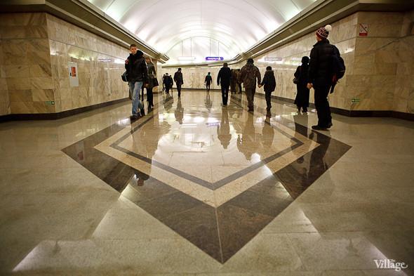 На новой станции метро «Адмиралтейская» уже произошло несколько аварийных остановок эскалатора. Изображение № 24.