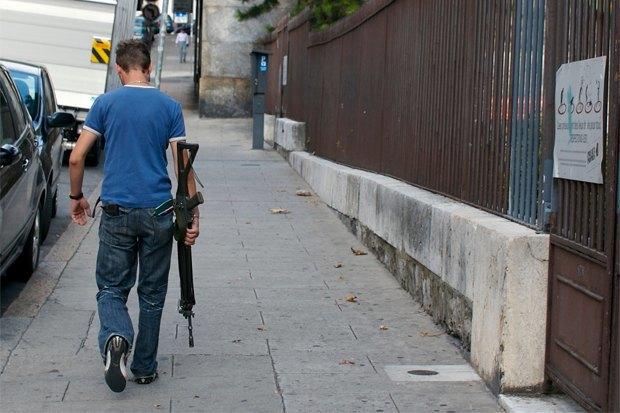 В интересах безопасности: Какие страны разрешают гражданам носить оружие. Изображение № 2.