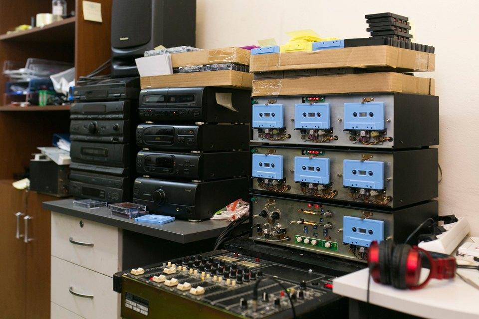 Как петербуржцы организовали единственное в России производство кассет. Изображение № 4.