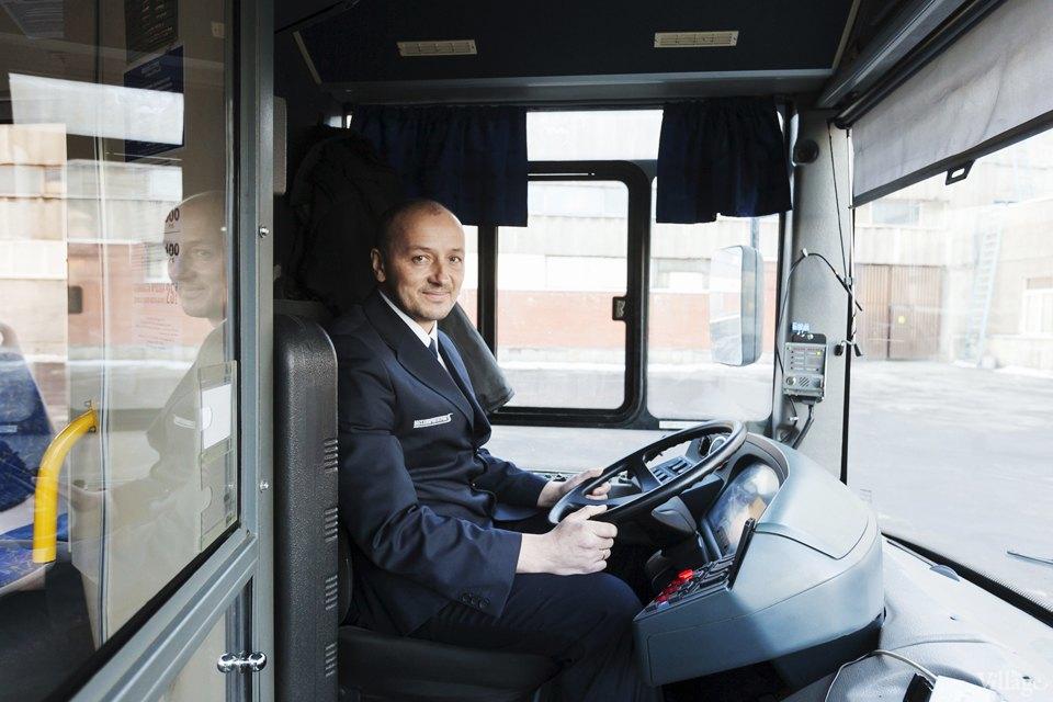 Люди в форме: Водители автобусов — о работе в деловых костюмах. Изображение № 4.