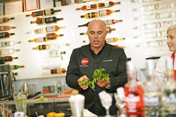 Прямая речь: Шеф-бармен Тони Абу-Ганим — о правильной водке, миксологии и коктейле бармена. Изображение № 11.
