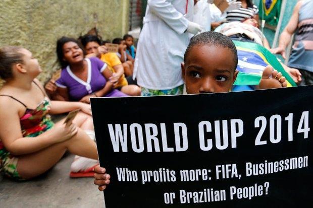 Что происходит в Рио-де-Жанейро во время чемпионата мира по футболу. Изображение № 4.