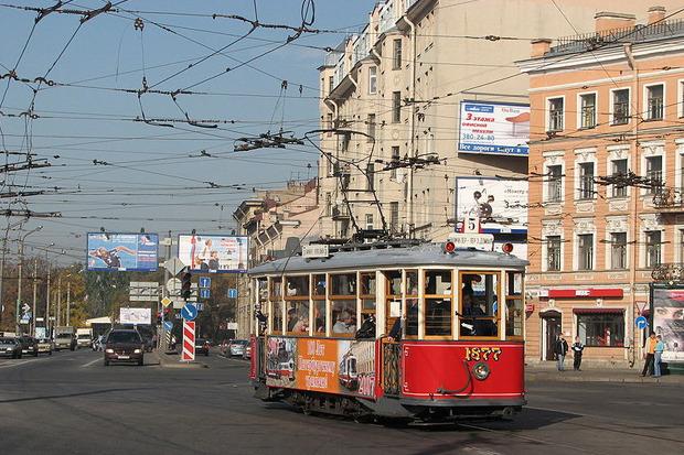 Ретротрамвай серии МС на проспекте Добролюбова в Санкт-Петербурге, 2007 год. Изображение № 1.