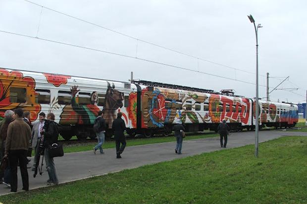 Электричка с граффити будет курсировать между Петербургом и Новгородом. Изображение № 5.