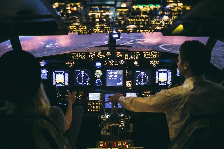 Эксперимент: Иллюстратор пробует посадить самолет в аэропорту Шереметьево. Изображение № 7.