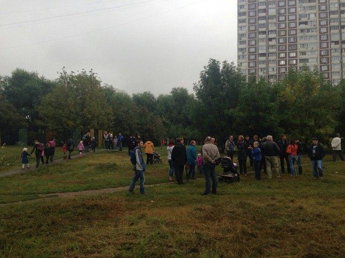 В районе Раменок проходит стихийный митинг против строительства дороги . Изображение № 3.