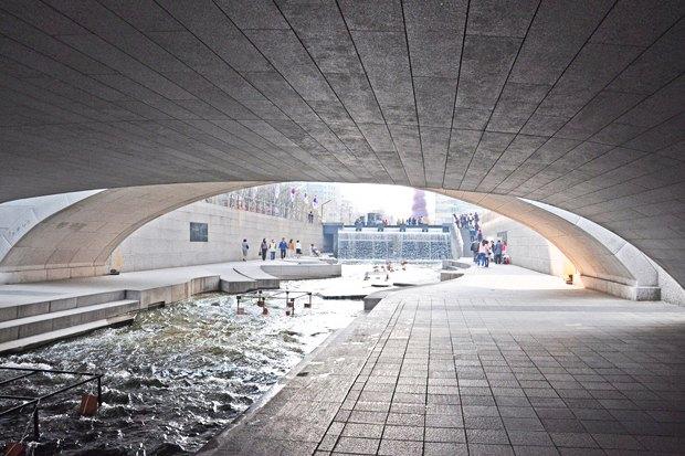 Иностранный опыт: Раскопанная река в Сеуле. Изображение № 11.