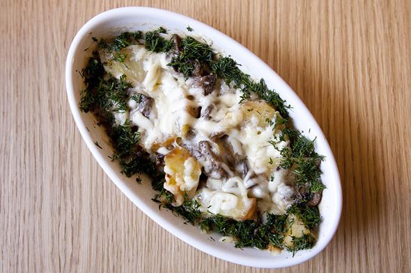 Запеченные ломтики картофеля с грибами под сливочным соусом «Альфредо». Изображение № 13.