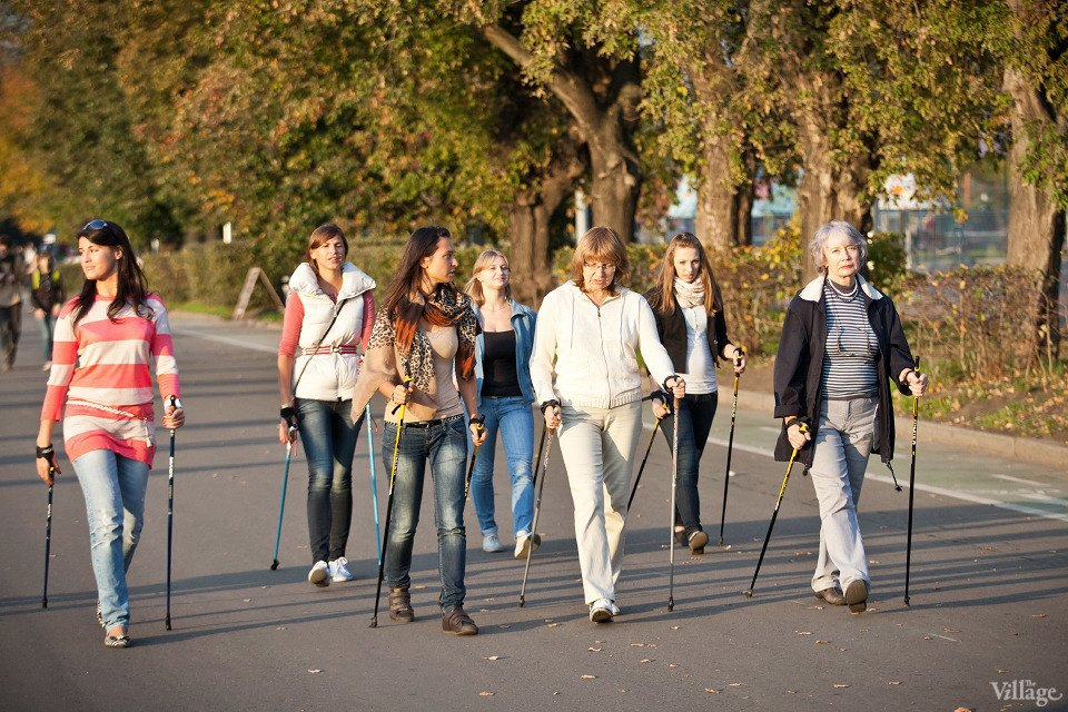 Люди в городе: Кто занимается скандинавской ходьбой. Изображение № 8.