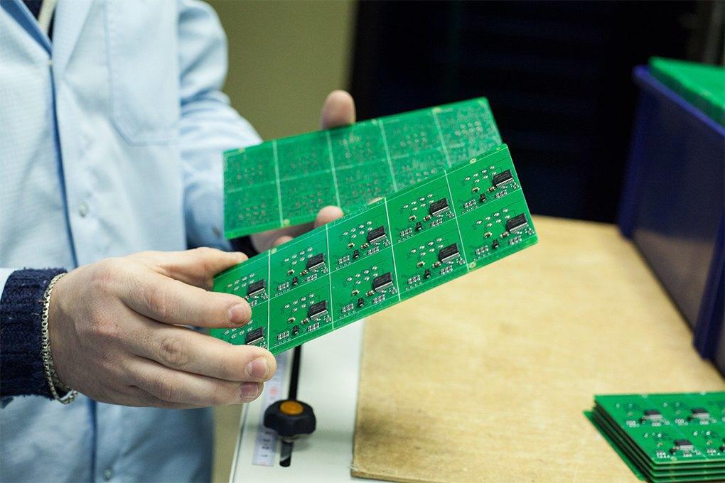Производственный процесс: Как делают платы для электроники. Изображение № 14.