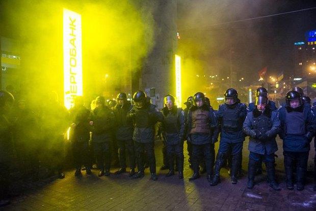 Работа со вспышкой: Фотографы — о съёмке на «Евромайдане». Изображение № 39.
