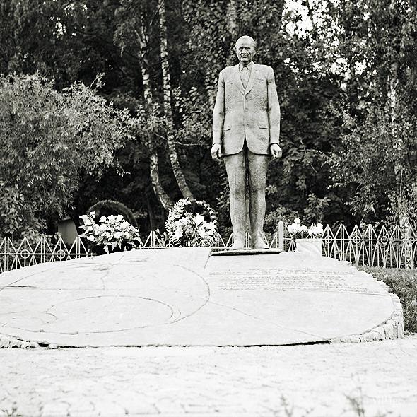 По местам: Памятник Николаю Пилюгину. Изображение № 1.