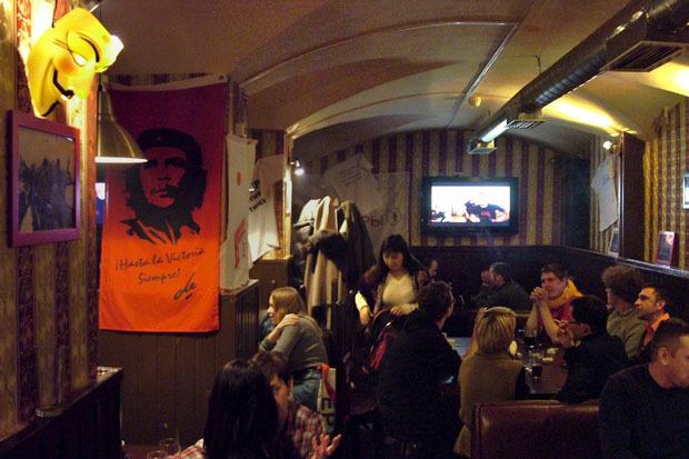 Оппозиция Петербурга открыла свой бар. Изображение № 1.