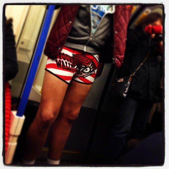 Флешмоб «В метро без штанов» в снимках Instagram. Изображение № 17.