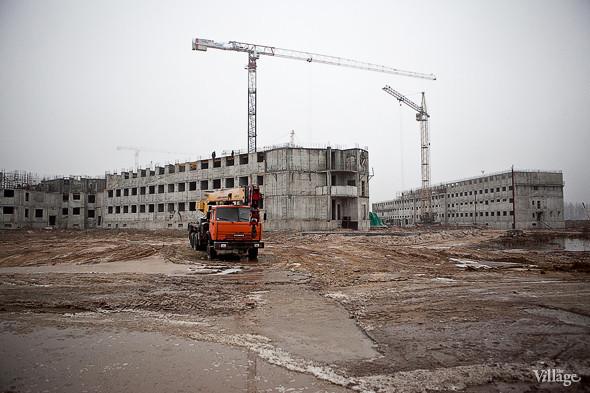 В строительстве задействовано 6 подъемных кранов.. Изображение № 5.