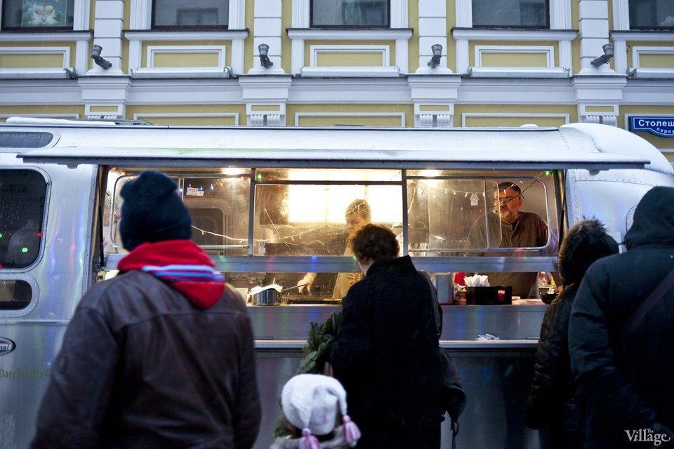 Фоторепортаж: Новогодние ярмарки в центре Москвы. Изображение № 31.