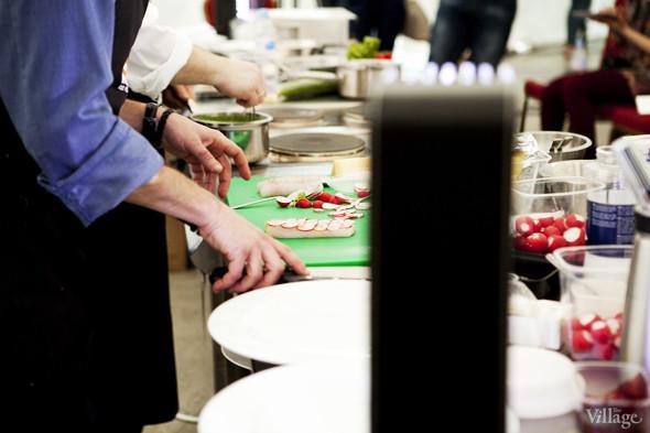 Omnivore Food Festival: Илья Шалев и Алексей Зимин готовят три блюда из редиса и черемши . Изображение № 43.