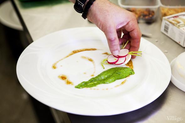 Omnivore Food Festival: Илья Шалев и Алексей Зимин готовят три блюда из редиса и черемши . Изображение № 45.