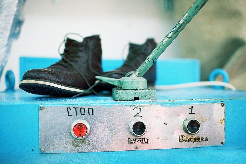 По мерке: Разноцветные ботинки приносят мастерской Afour полсотни заказов в месяц. Изображение № 1.