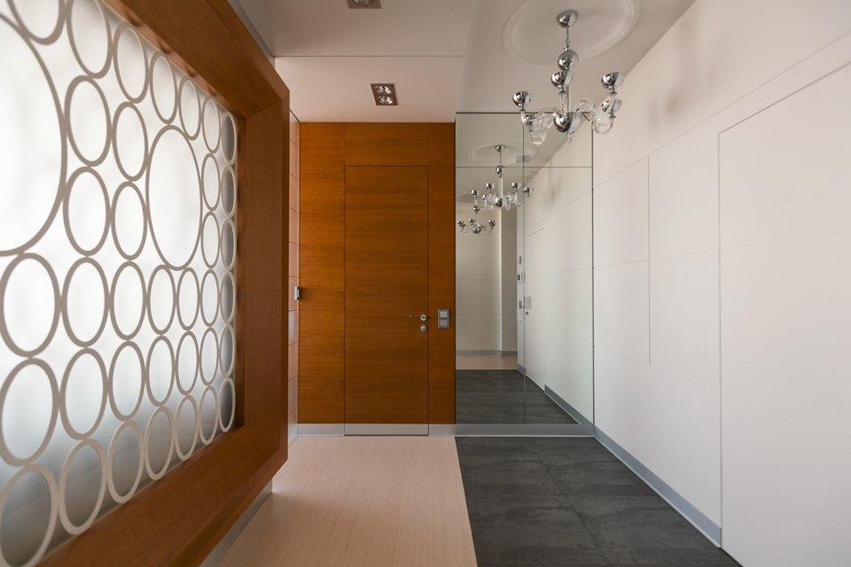 Трёхкомнатная квартира сострогим интерьером. Изображение № 28.