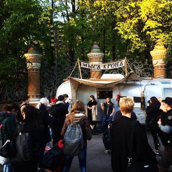 У Спаса наКрови появилось кафе на колёсах «Мысъ Кронъ». Изображение № 2.