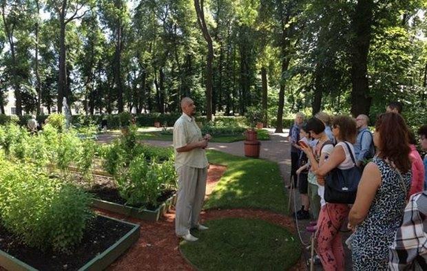 В Летнем саду появились бесплатные ботанические экскурсии . Изображение № 1.