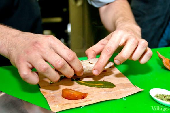Omnivore Food Festival: Иван Березуцкий готовит суп из черноплодной рябины и нутрию в бересте. Изображение № 9.