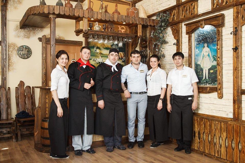 Первые лица: Какподбирают официантов в«Чито-Ра». Изображение № 1.