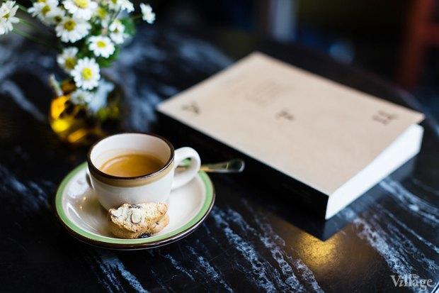 Эспрессо — 43 рубля, книга Брюса Чатвина «Утц» и другие истории из мира искусств» — 377 рублей. Изображение № 14.
