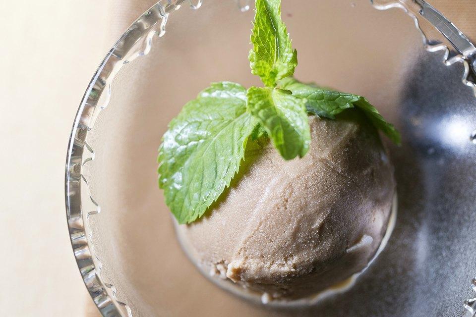 Мороженое: 32вида снеобычными вкусами. Изображение № 36.
