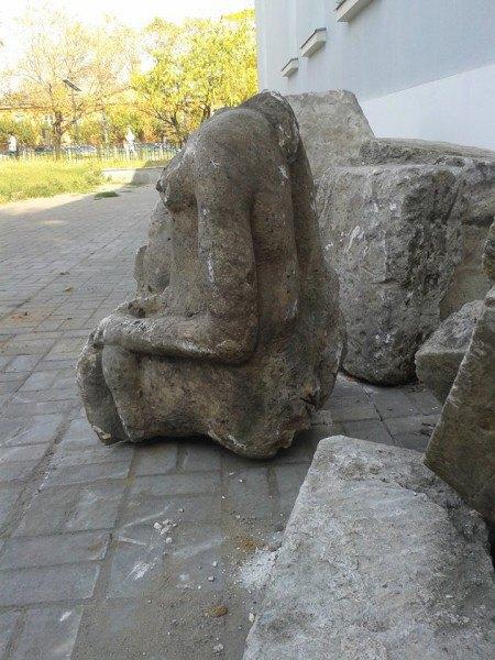 Надгробие XVIвека встроительном мусоре. Изображение № 2.