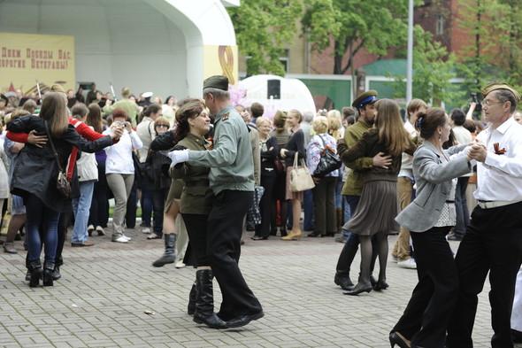 День Победы в Москве и Петербурге: Как гуляют и о чём вспоминают ветераны 9 Мая. Изображение № 27.