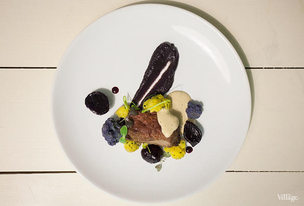 Рецепты шефов: Филе говядины с пюре из цветной капусты и соусом из лисичек. Изображение № 2.