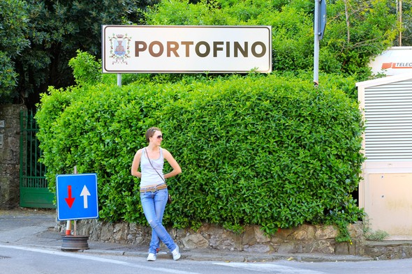 В Портофино мы пришли пешком, так как движение на автомобилях тут ограничено. Изображение № 20.