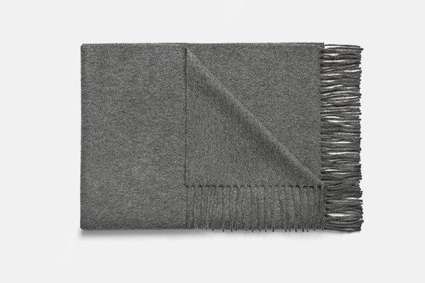 Где купить женский шарф: 9вариантов от 1300до 14тысяч рублей. Изображение № 6.