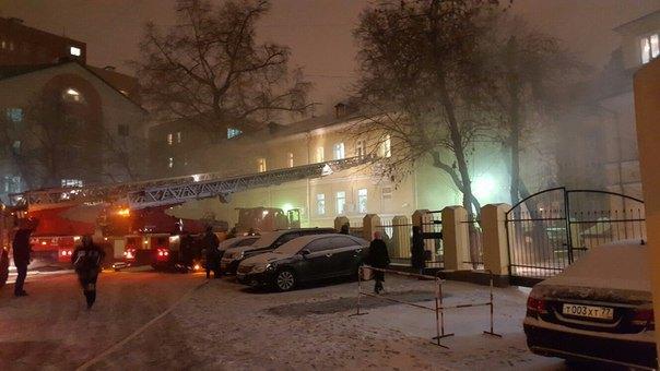 В Москве горит Таганский суд. Изображение № 2.