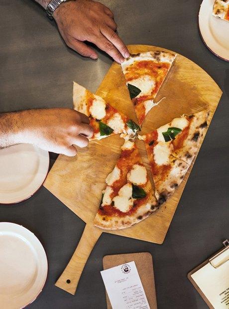Впоисках лучшей пиццы «Маргарита» . Изображение № 27.
