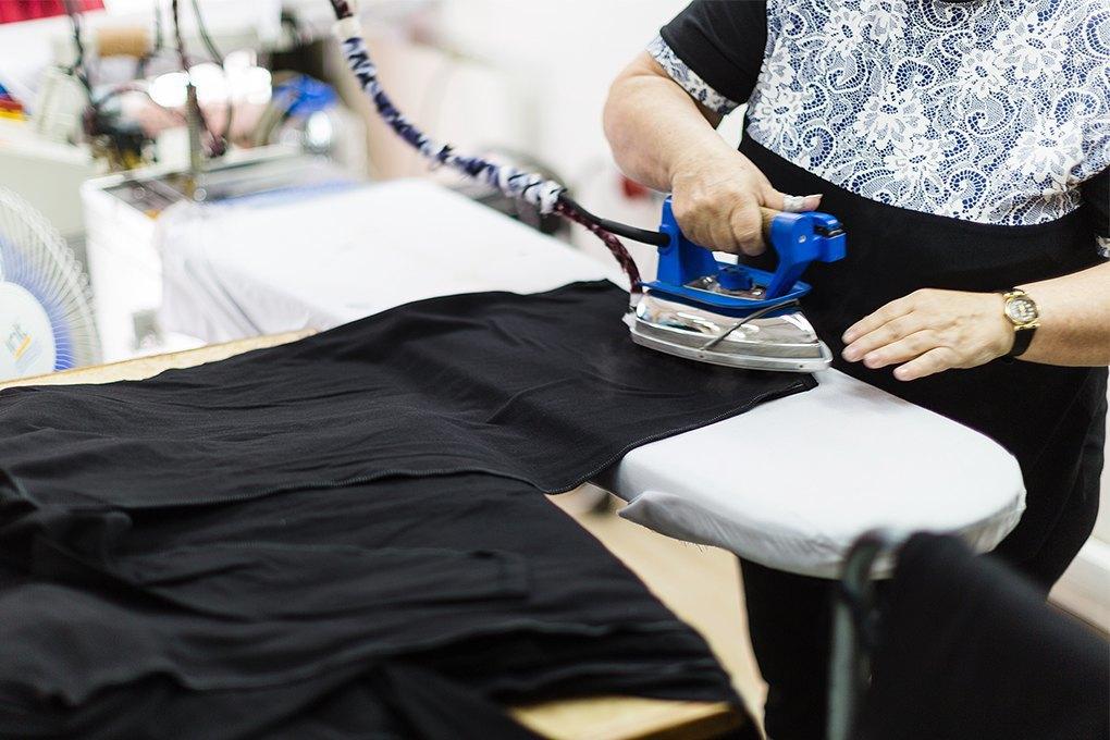 Производственный процесс: Как шьют футболки и толстовки. Изображение № 6.