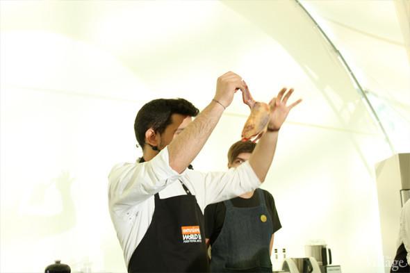 Omnivore Food Festival: Майкл Гринвольд и Симоне Тондо готовят орзотто из ячменя и тартар из голубя. Изображение № 3.