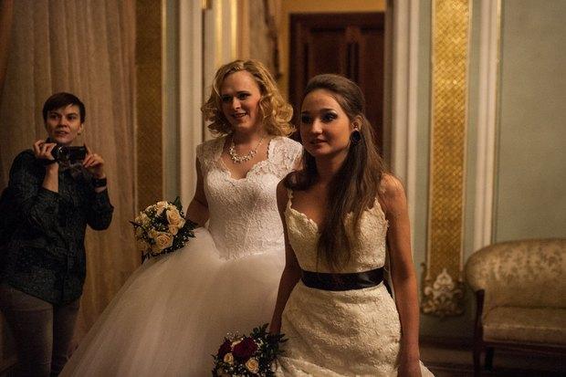 В петербургском загсе женят двух невест. Изображение № 3.