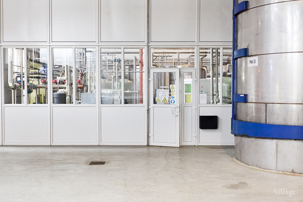 По специальным трубам молоко направляется из машин на нормализацию. Изображение № 6.