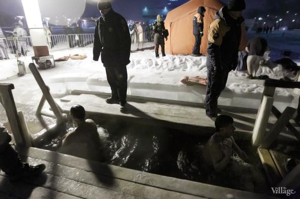 Изображение 18. В прорубь: Репортаж с крещенских купаний.. Изображение № 8.
