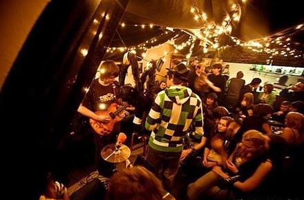 Дожить до рассвета: Бары и клубы Петербурга в новогоднюю ночь. Изображение № 35.