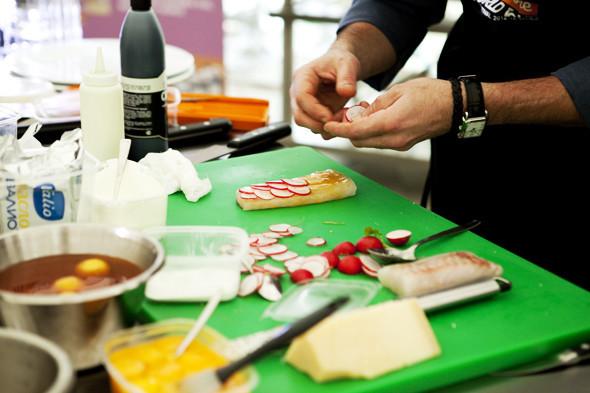 Omnivore Food Festival: Илья Шалев и Алексей Зимин готовят три блюда из редиса и черемши . Изображение № 42.