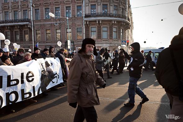 Фоторепортаж: Шествие за честные выборы в Петербурге. Изображение № 27.