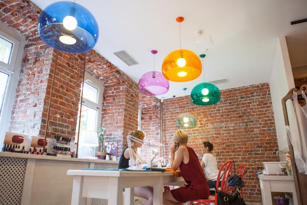 Смешной формат: Кафе при магазинах, студиях йоги исалонах красоты. Изображение № 3.