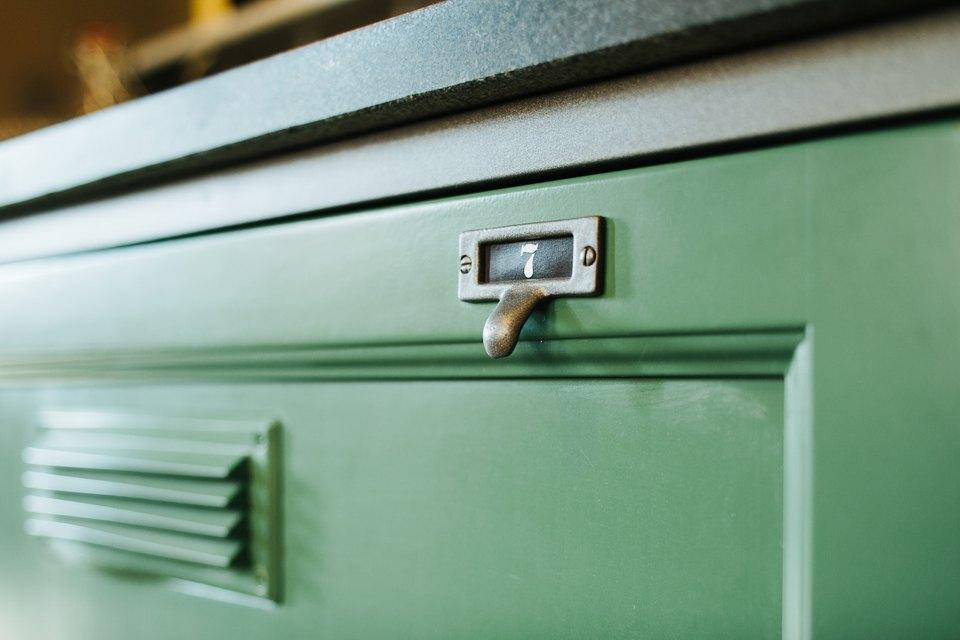 Четырёхкомнатная квартира наОстоженке скрасным холодильником и медными трубами. Изображение № 6.