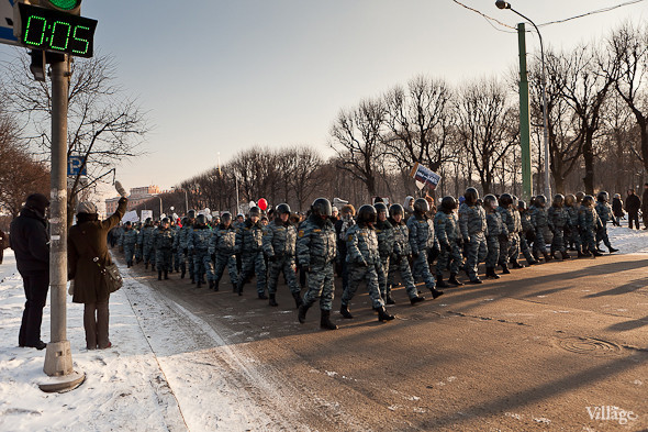 Фоторепортаж: Шествие за честные выборы в Петербурге. Изображение № 31.