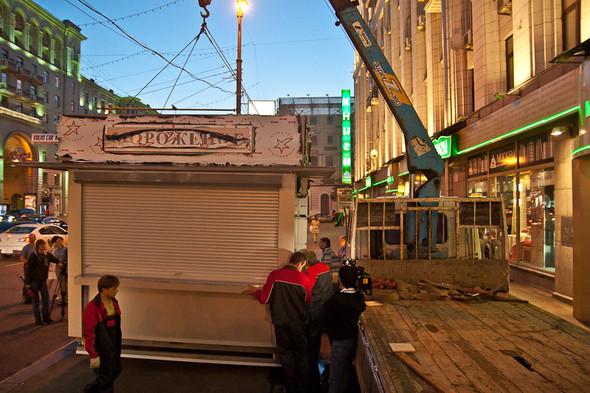 Изображение 21. Фоторепортаж: На Тверской улице появился первый ларёк нового образца.. Изображение № 7.