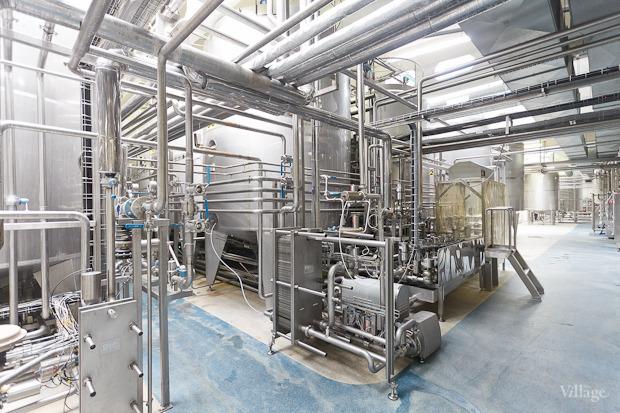 Фоторепортаж: Как делают йогурты на молочном заводе. Изображение № 27.